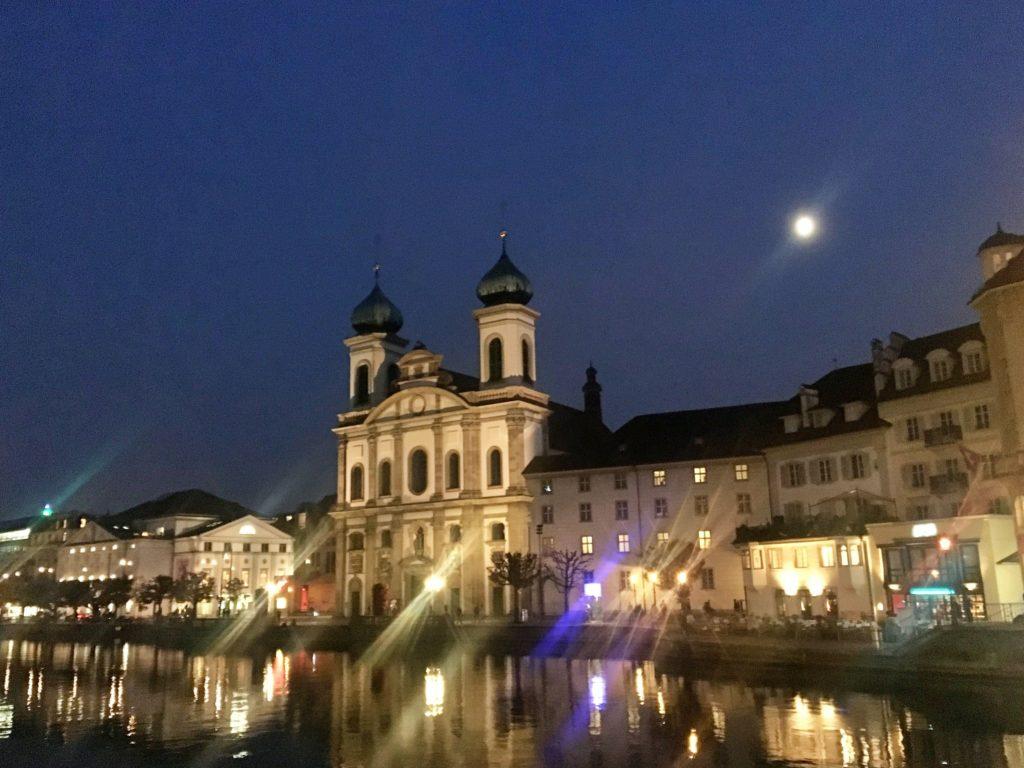 Jesuitenkirche (Igreja Jesuíta) - uma das atrações maravilhosas de Lucerna