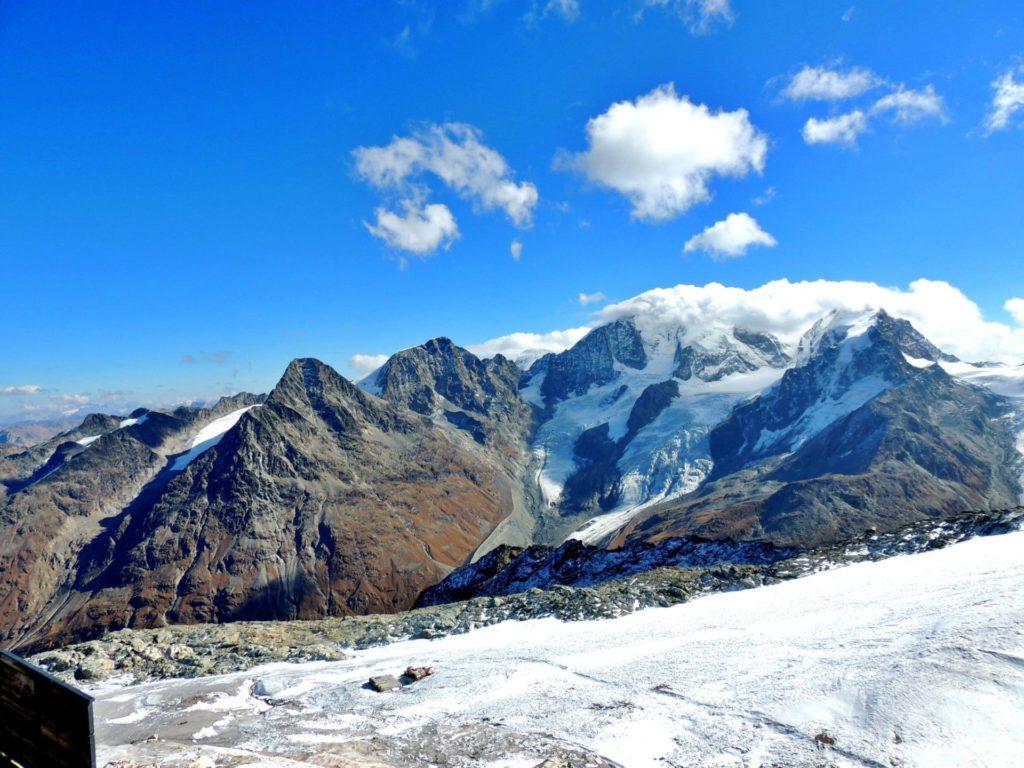 Vista das montanhas nevadas