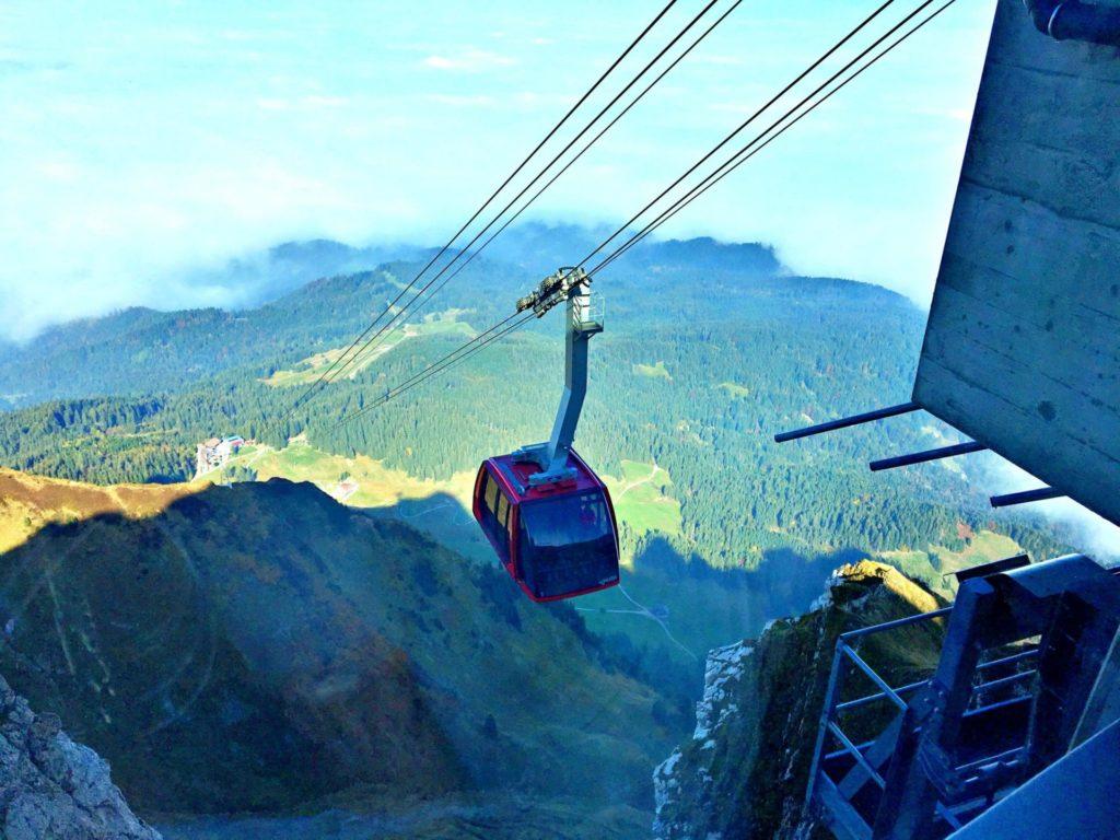 A Grande cabine do Dragon Ride - Monte Pilatus - Lucerna