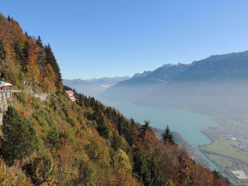 Interlaken e Lago Brienz visto do Harder Kulm