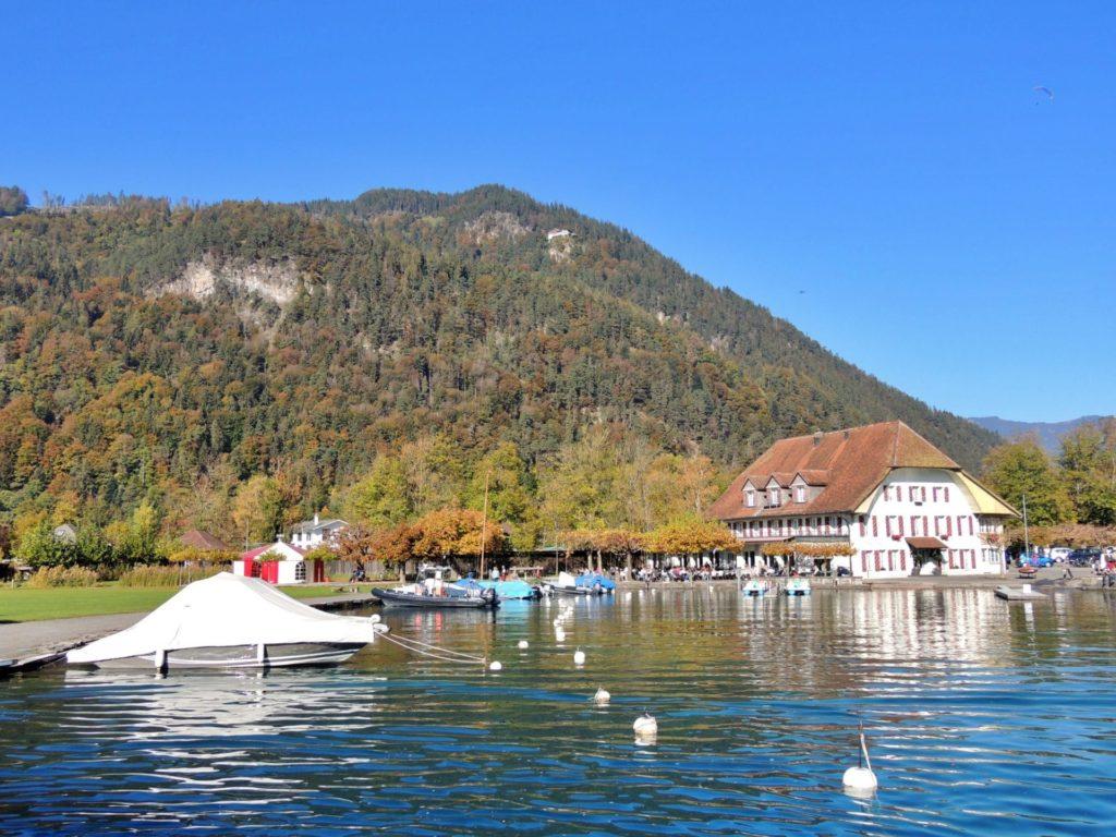 Vilas às margens do Lago Thun