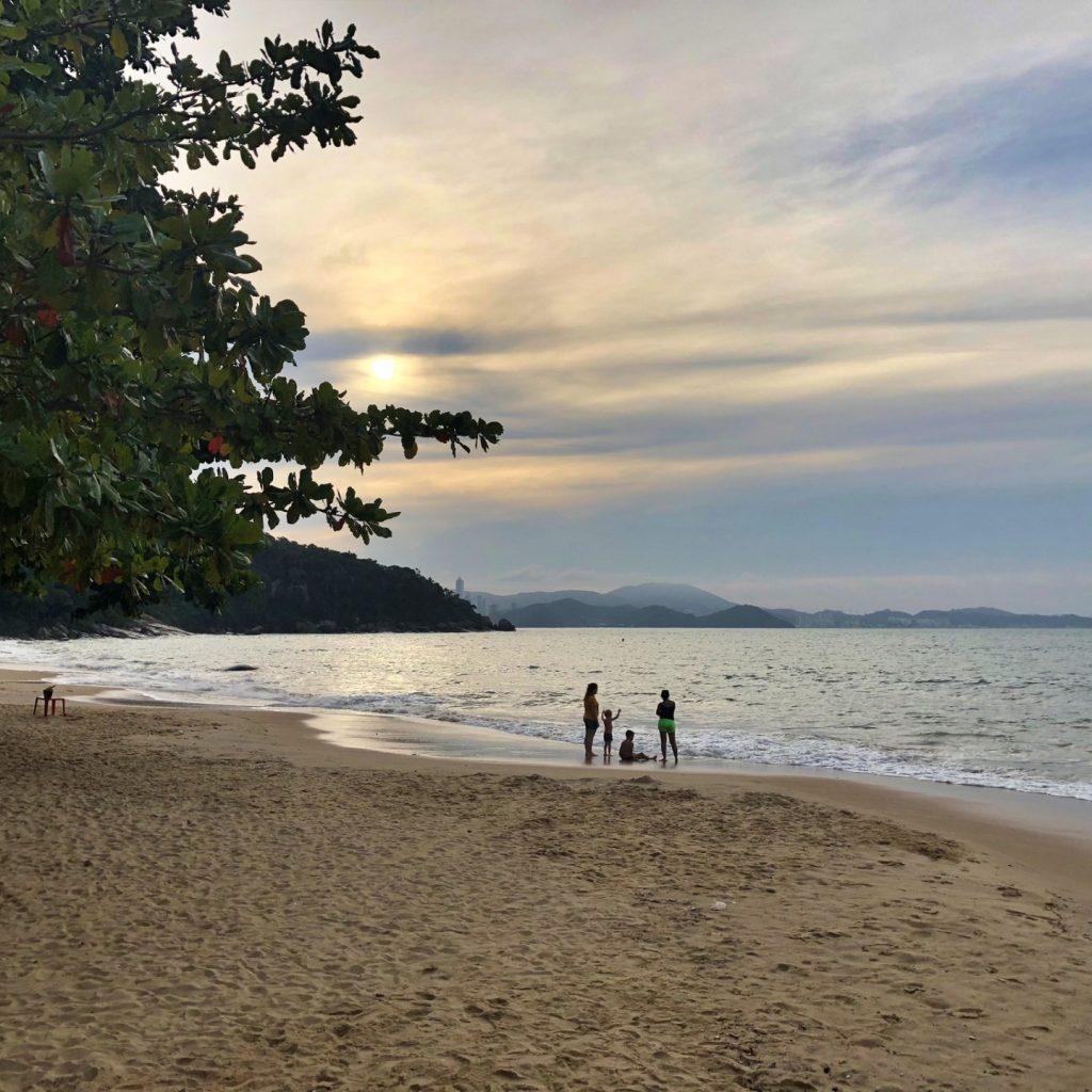 10 atrações imperdíveis em Balneário Camboriú SC - Praia de Laranjeiras
