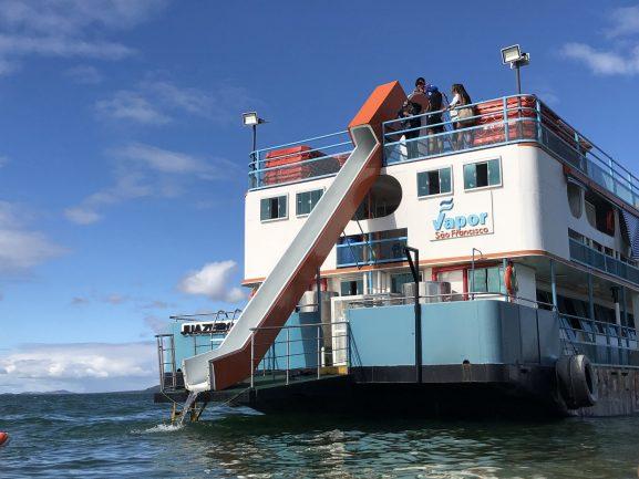 O Tobogã da barca do  Passeio Vapor do Vinho é diversão garantida