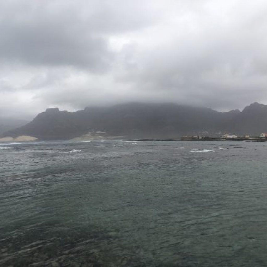 Explorando a Ilha de São Vicente - Baía das Gatas