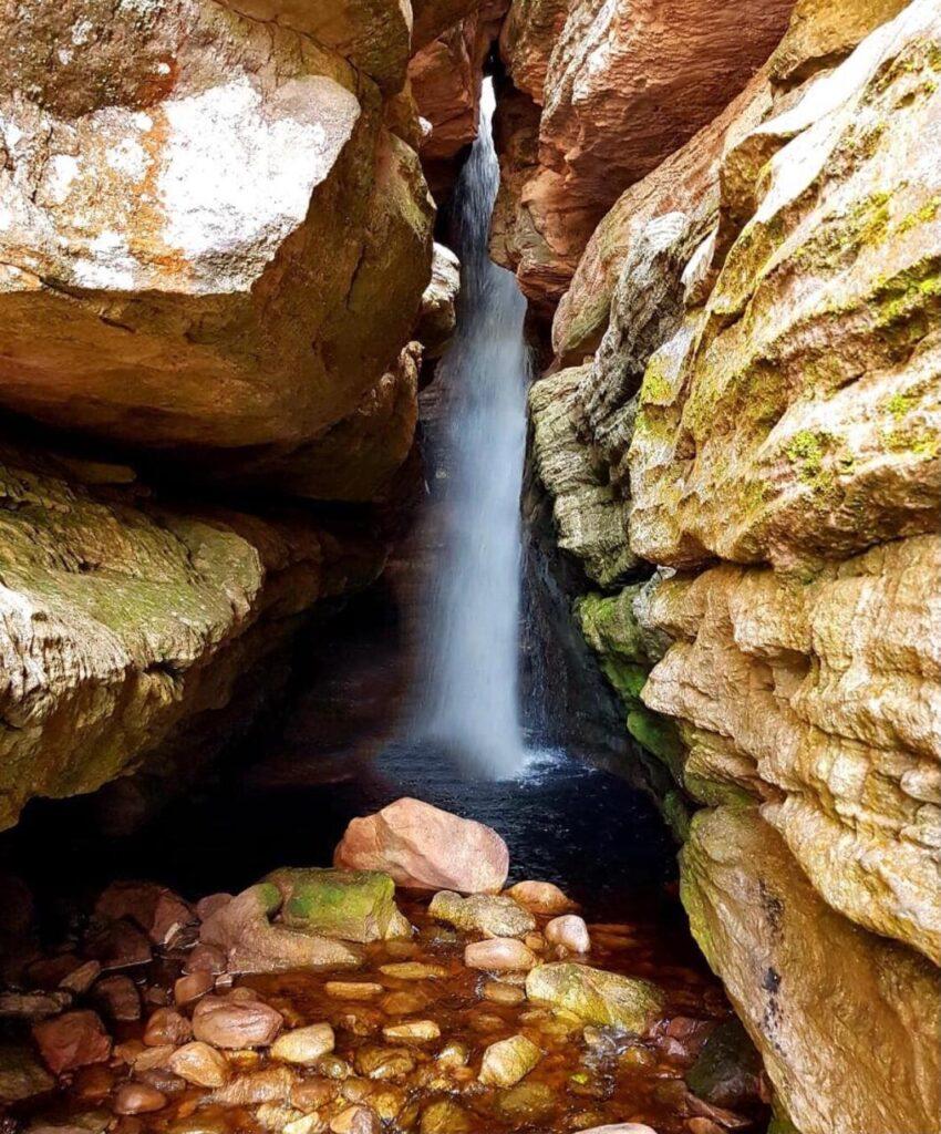 A beleza da Cachoeira da Califórnia em Igatu Ba