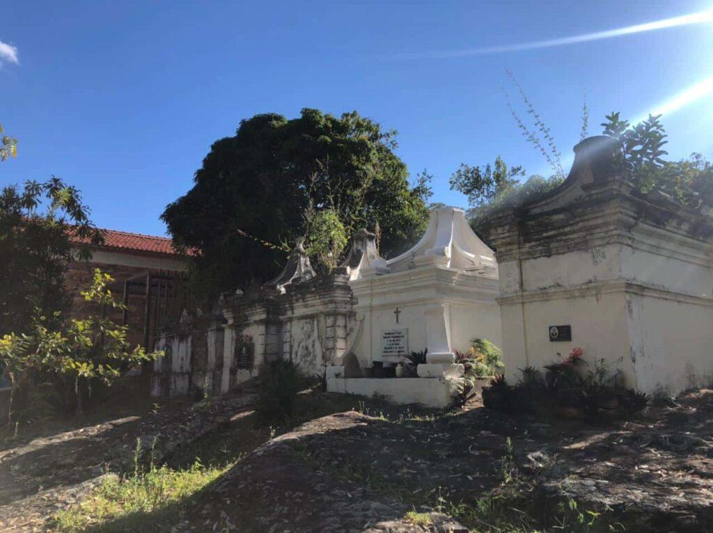 O que conhecer em Igatu-Ba - Igreja de São Sebastião e Cemitério Bizantino