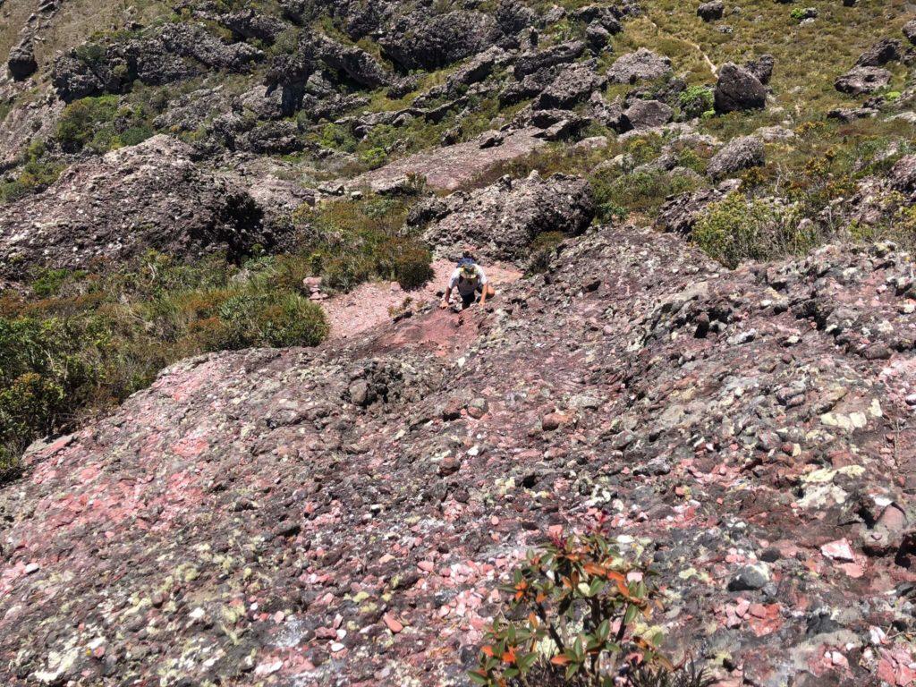 Para chegar no Pico das Almas, tem uma parte de Escalaminhada