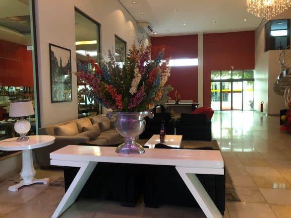 Lobby do Hotel Girassol Plaza - Espaço amplo e bem decorado