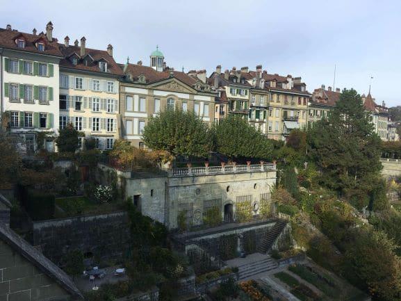 Munsterplattform- Jardim sobre plataforma em muro de contenção construída no século XIV às margens do Rio Aar
