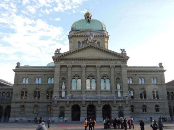 Parlamento Federal Suíço (Bundeshaus) - Construído entre 1853 e 1902, 38 artistas suíços se envolveram nessa construção