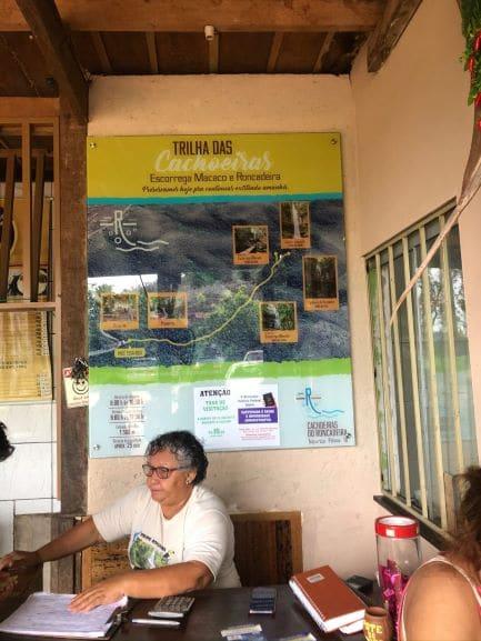 Receptivo Cachoeira da Roncadeira e Escorega macaco tem restaurante, sanitários e lojinha