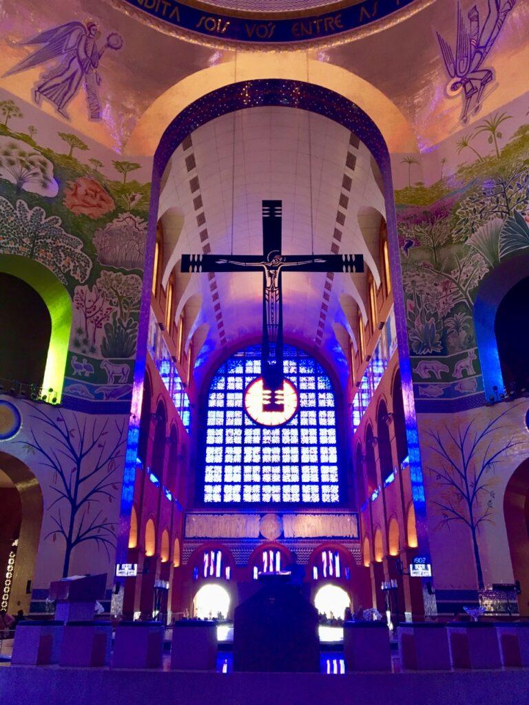 Interior do Santuário de Aparecida - Muito impressionante