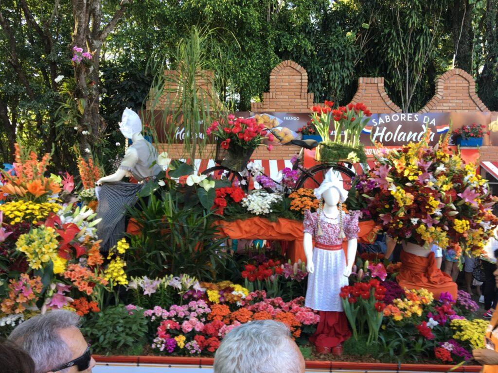 Desfile na Expoflora- Holambra- SP - Um evento que reúne milhares de pessoas anualmente