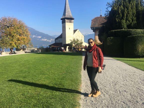 Linda igreja do século XI em Spiez na Suiça