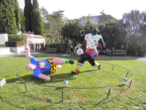 Museu Olímpico de Lausanne -Esculturas que fazem parte do Parque ao redor do Museu