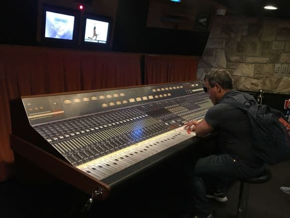 Uma experiência incrível no Queen The Studio Experience, pode ouvir e mixar as músicas da Banda Queen