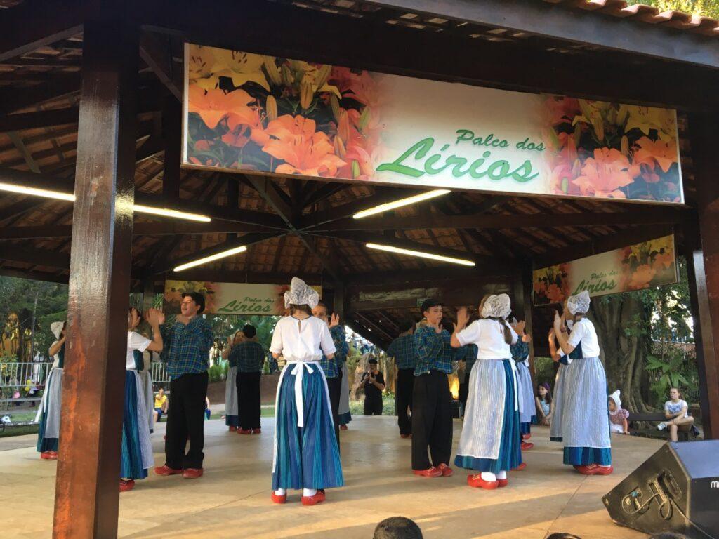 Shows típicos na Expoflora- Holambra- SP - Um evento que reúne milhares de pessoas anualmente