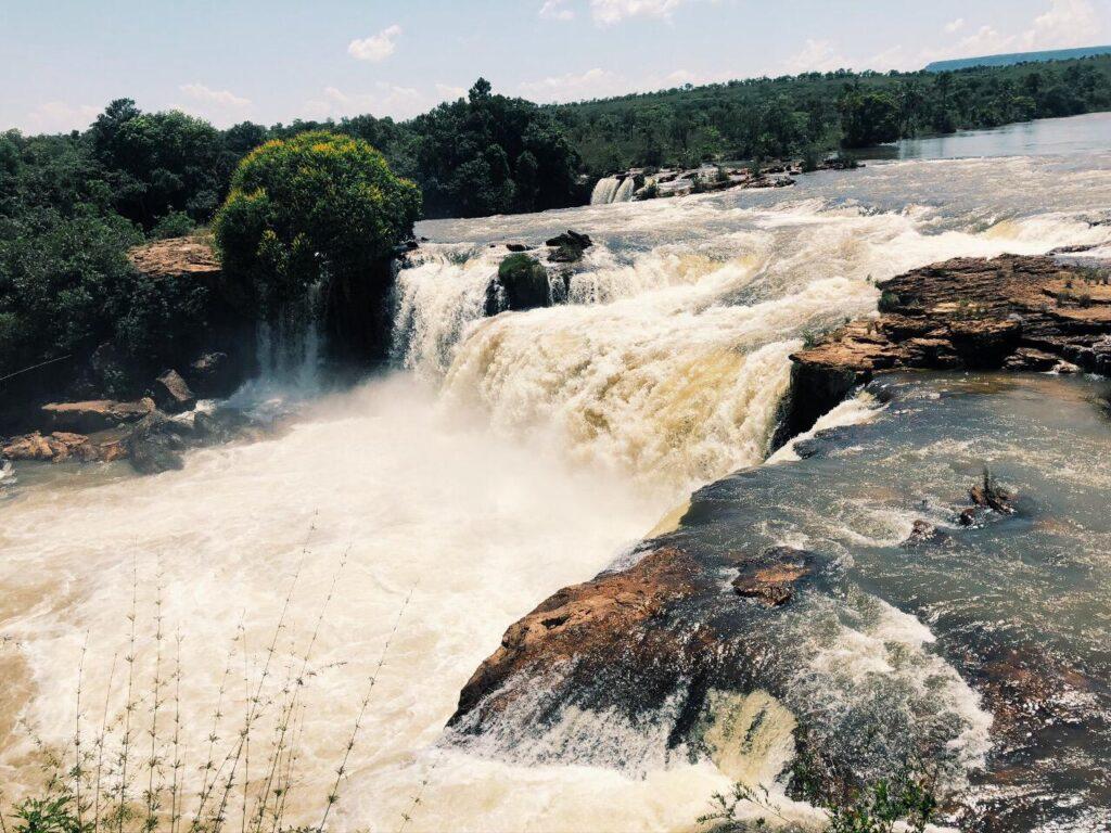 A imponente Cachoeira da Velha no Jalapão - Tocantins
