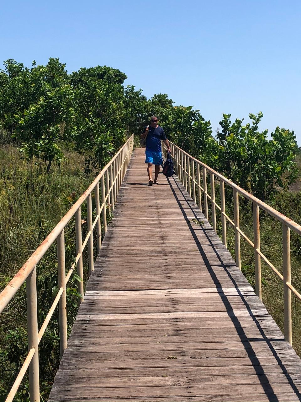 Passarela que dá acesso aos mirantes da Cachoeira da Velha no Jalapãp