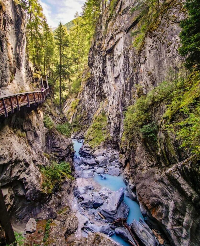 Gornerschlucht Zermatt - Passarelas nas rochas de onde se vê inúmeras cachoeiras