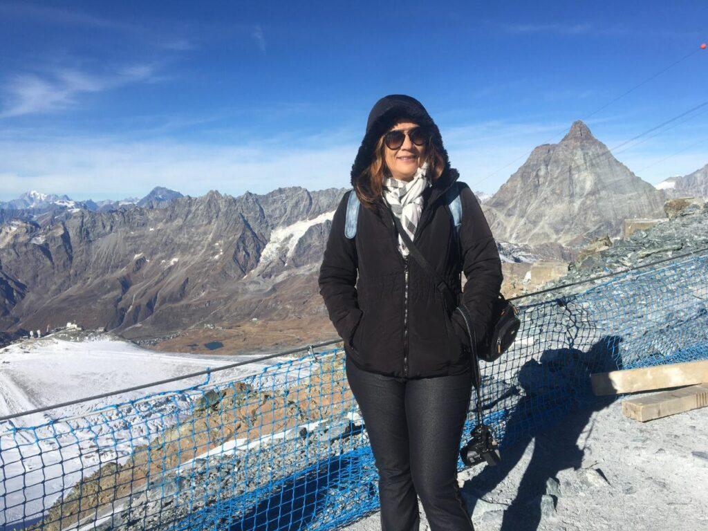 A montanha Matterhorn tem neve o ano inteiro