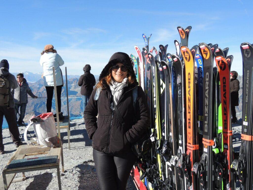Montanha Matterhorn em Zermatt tem ski o ano inteiro