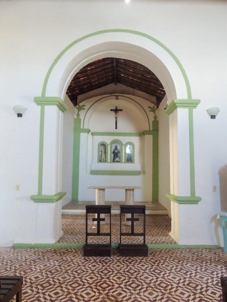 Interior da Capela de São Benedito em Praia dos Carneiros PE