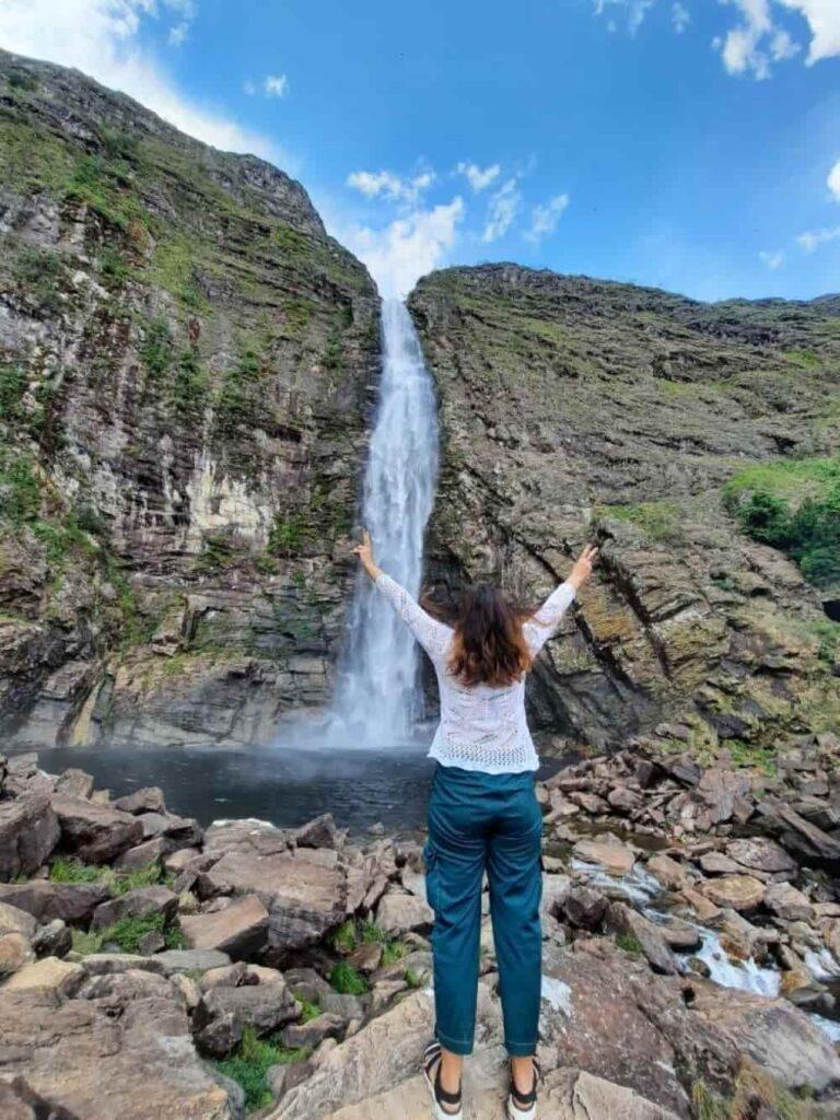 A Cachoeira Casca D'anta é a principal atração do Parque Nacional da Serra da Canastra - Roteiro por baixo