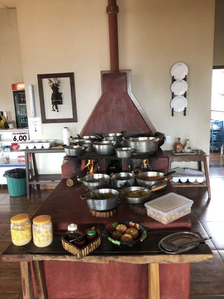 O almoço do tour pela Serra da Canastra, é em São José do Barreiro, no Restaurante Real da Canastra