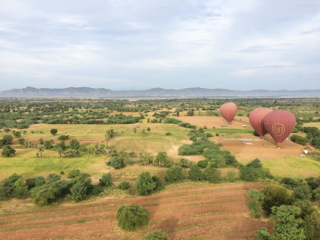 O passeio de balão em Bagan - Myanmar, sobrevoa mais de 3000 templos ao nascer do sol. Simplesmente imperdível